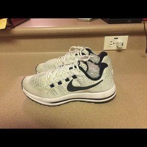 Nike Air Zoom Vomero Running Shoes Women's 8
